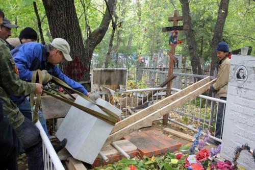 Как устанавливать надгробие?