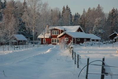 Преимущества зимнего строительства дома из бруса